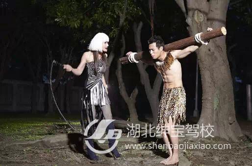 数:三星   鞭刑是新加坡的一种刑 但如果是二进宫,那就开始要拿鞭