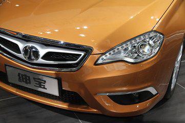 此后汽车的生产前大灯照明也多采用了卤钨灯泡的原理